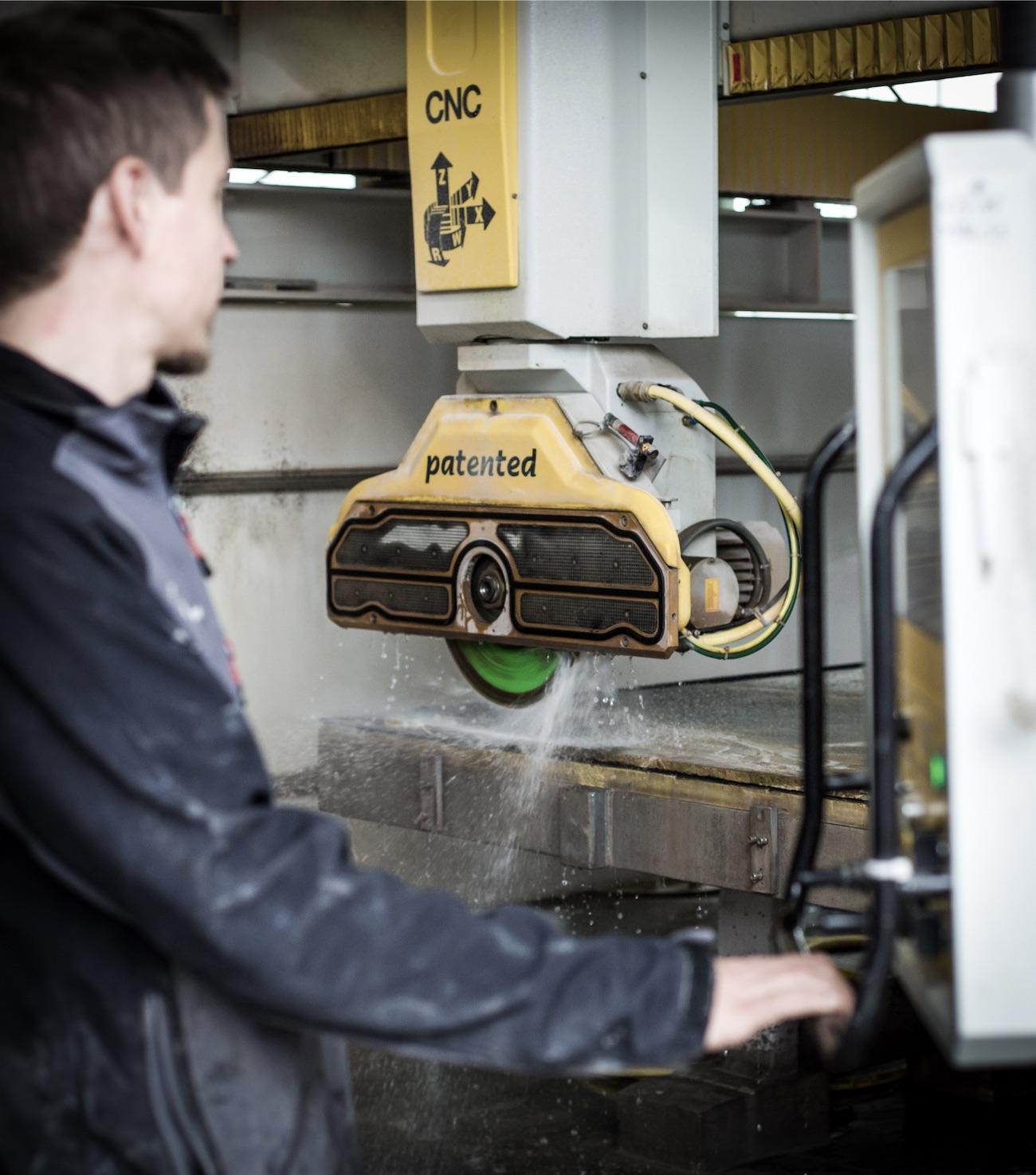 Fleck Natursteine Mitarbeiter - CNC